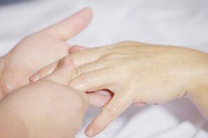 hand-massage-2133272_1920-USE