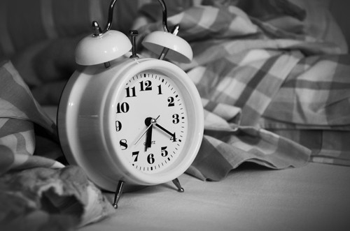 alarm-clock-analogue-bed-271818-USE